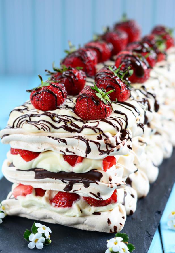 Strawberry-and-Chocolate-meringue