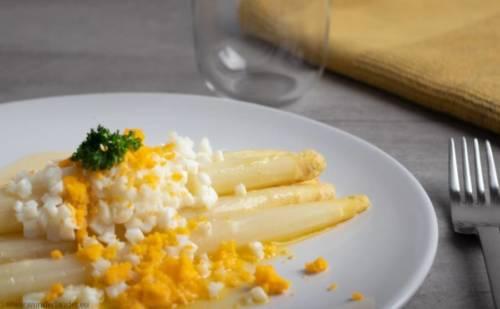 asparagus-white-eggs-butter-belgian-dsih-recipe