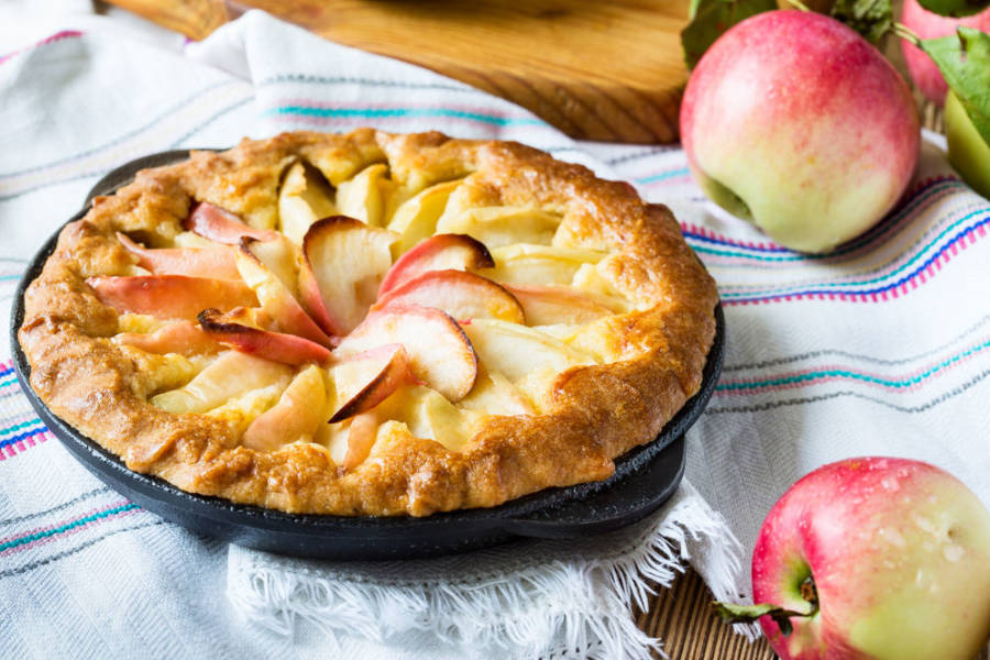 GRANDMA`S QUICK & TASTY APPLE CAKE