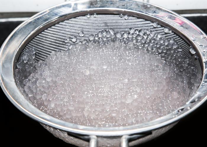Enjuague el sagú cocido